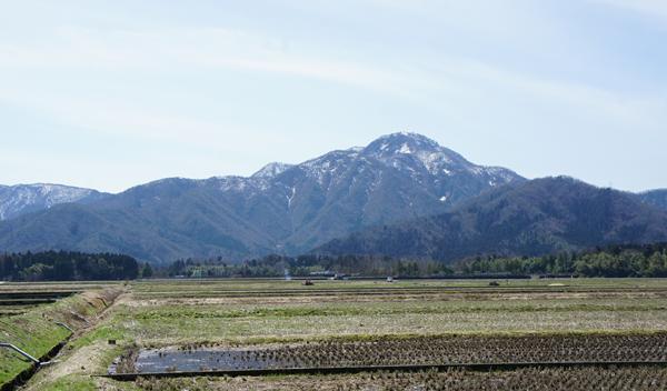 東運動公園と日野山