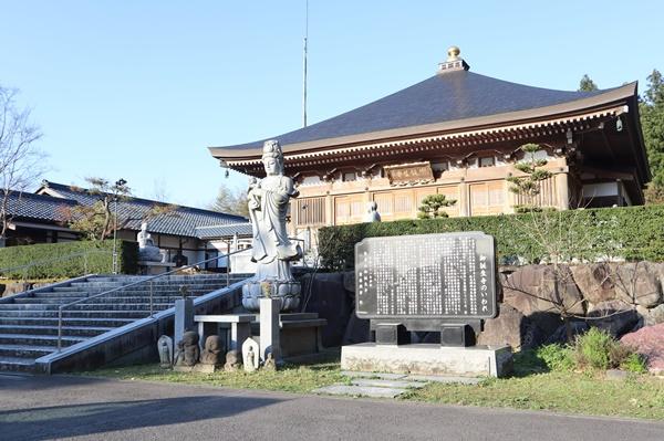 御誕生寺の本堂