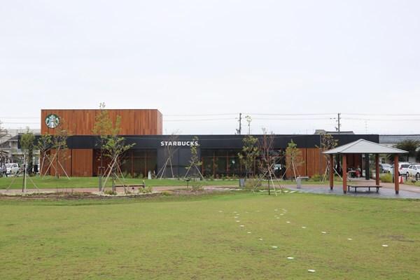 スタバ武生中央公園の外観