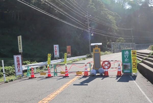 居倉地区を越えたところで通行止