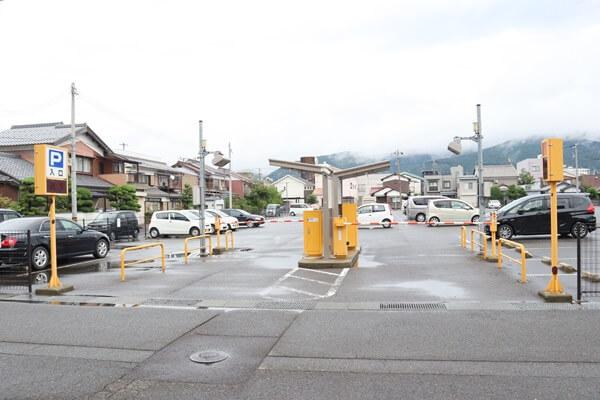 白銀駐車場の料金所