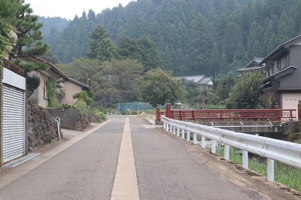 三場坂清水への道