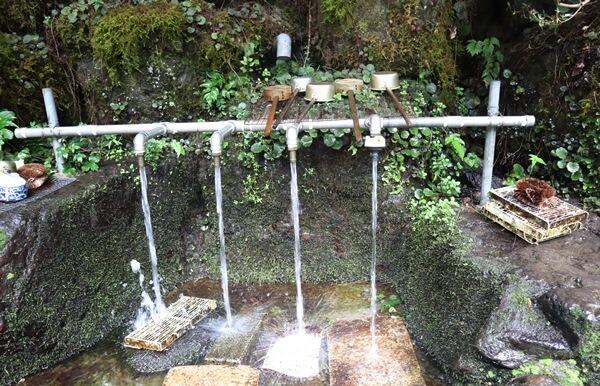 三場坂清水の水