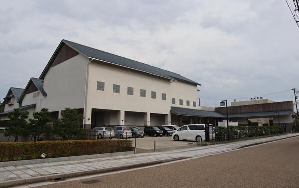 福井市立郷土歴史博物館の駐車場