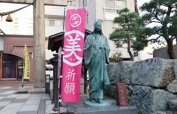 お市の方の像