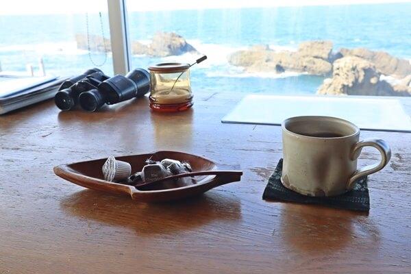 海を見ながら飲むコーヒー
