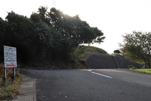 道路脇の看板