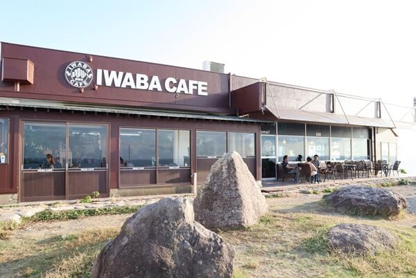 岩場カフェの外観