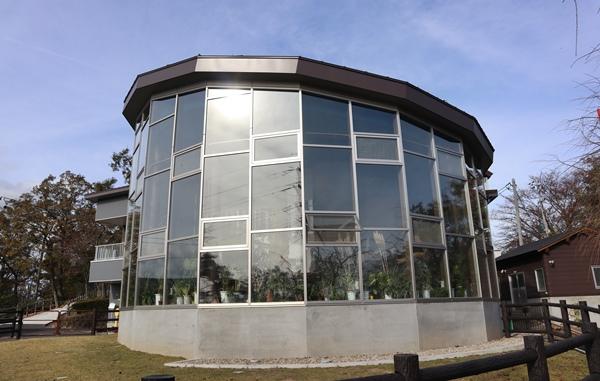 ガラス張りの建物