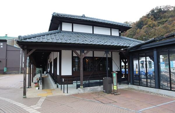えち鉄勝山駅の右側