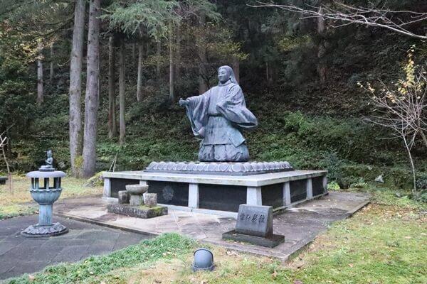 道元禅師の銅像