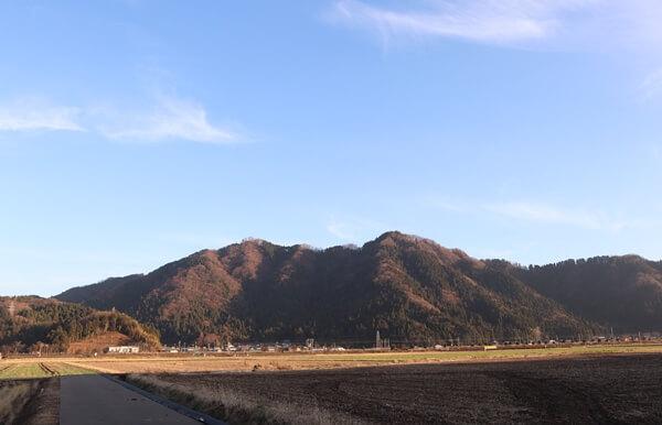 文殊山を福井から見た姿