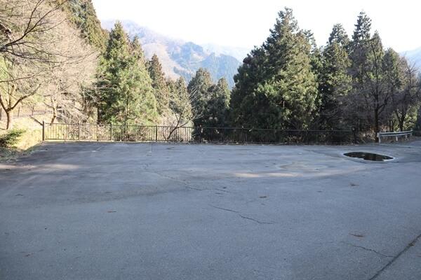 吉峰寺の広場