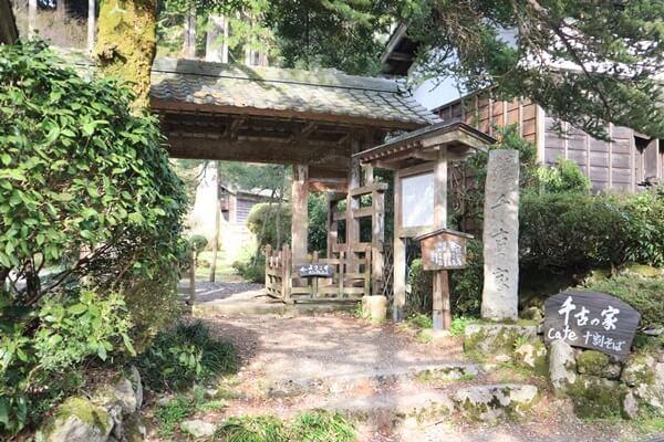 千古の家の入口