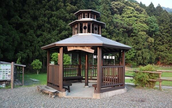 明通寺の三重の塔をモチーフ