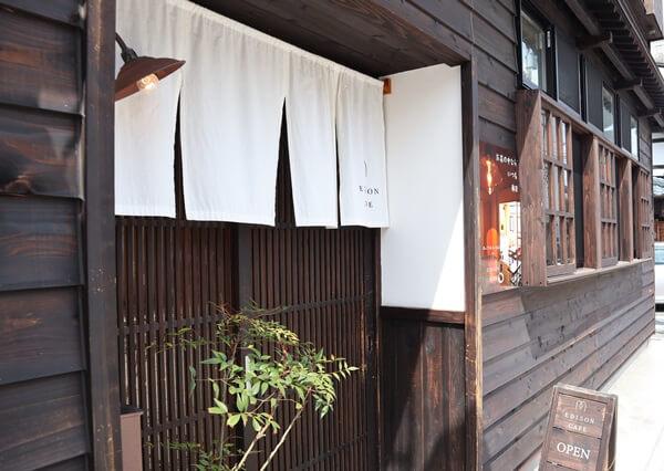 エジソンカフェの扉