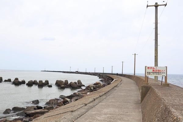三国港の防波堤