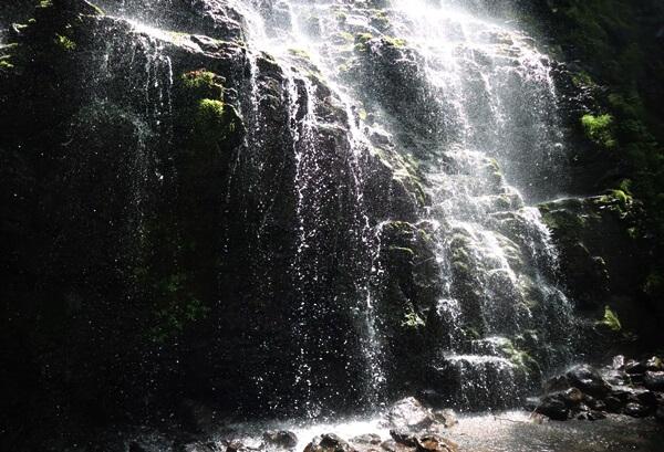 龍双ヶ滝のしぶき