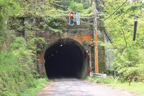 信号付きのトンネル