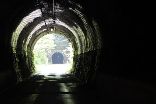 トンネルが連続