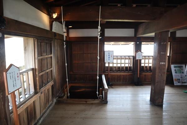 丸岡城の階段