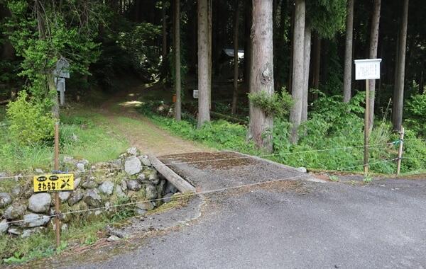 木本薬師堂の霊泉の入口