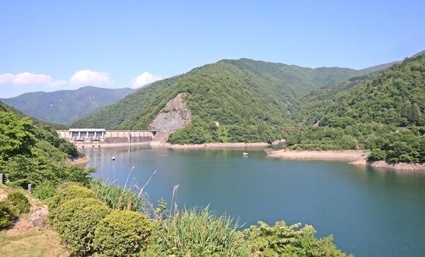 真名川ダムの景色