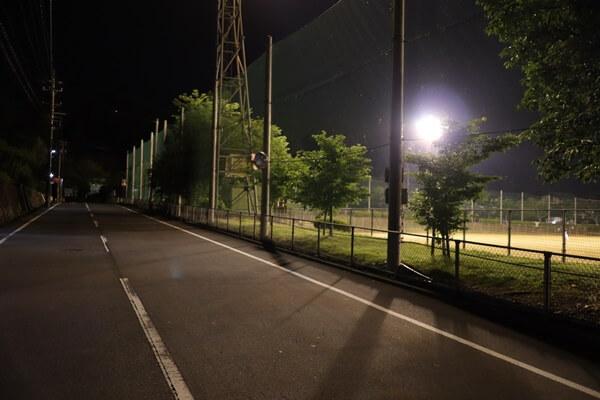 野球場まわりをウォーキング