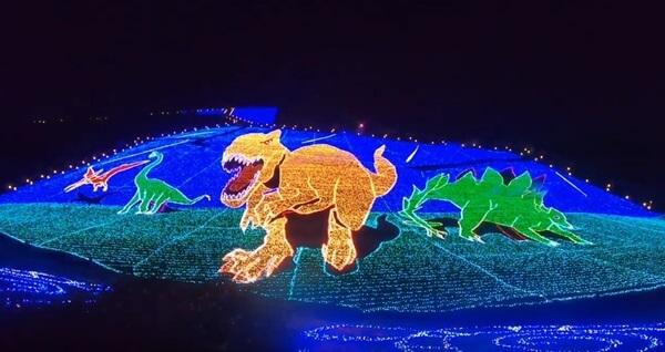 2019恐竜の地上絵のラスト