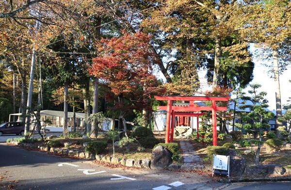 オーエドプラスの隣の神社