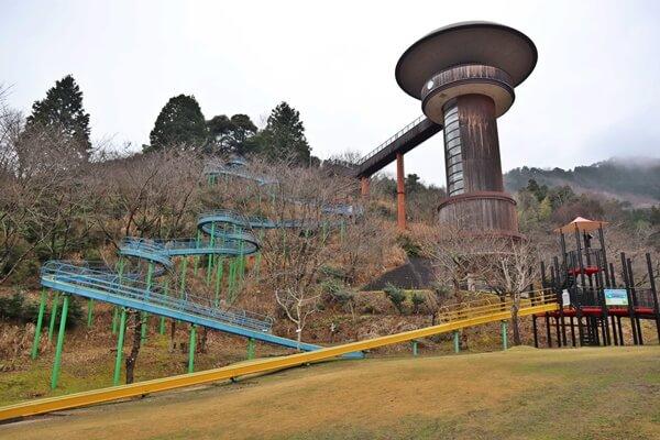 きのこタワーの滑り台