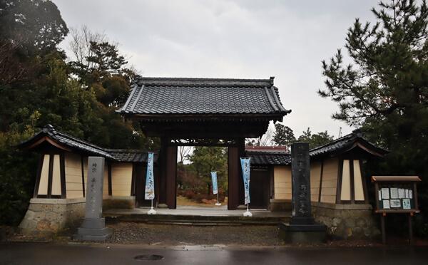 称念寺の門
