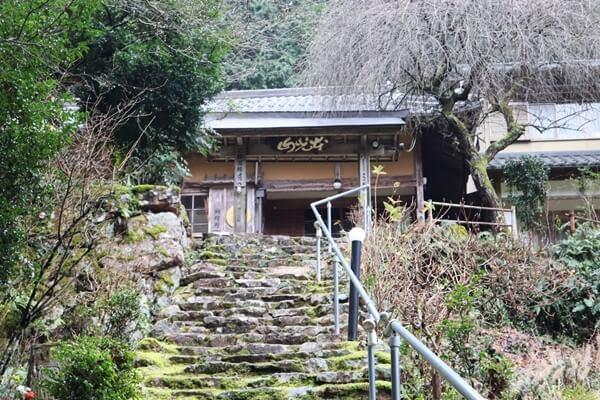 馬居寺の階段
