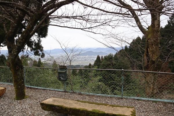 奥の院のベンチ