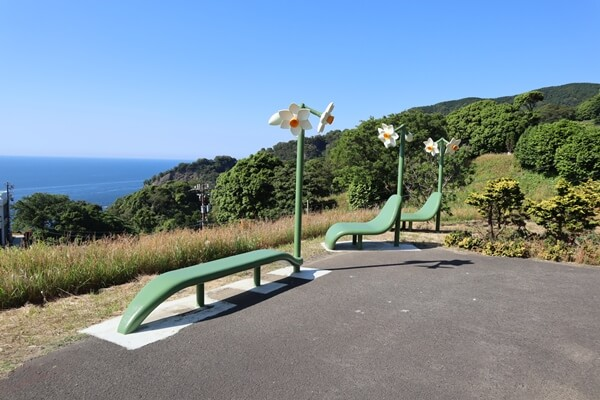水仙のベンチ