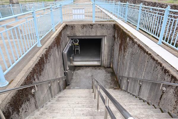 魚道観察室入り口