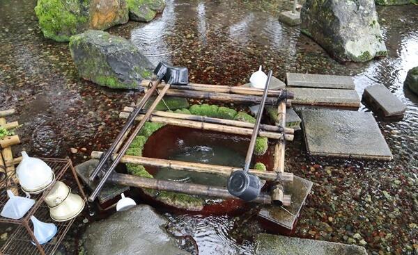 岡の泉の水場