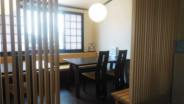 天狗寿司のテーブル席
