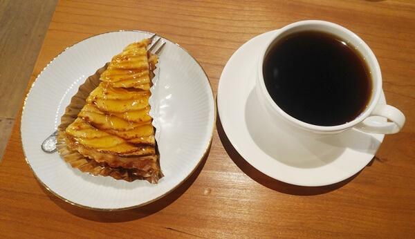 アップルタルトとコーヒー