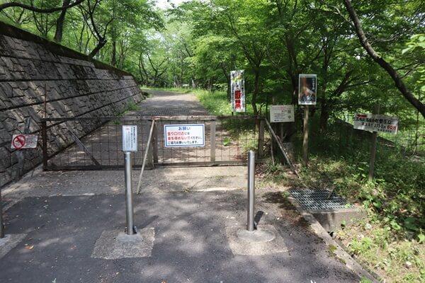 石生谷トンネルコースの登山口