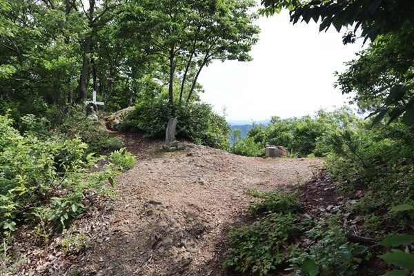 妙法寺山の山頂付近